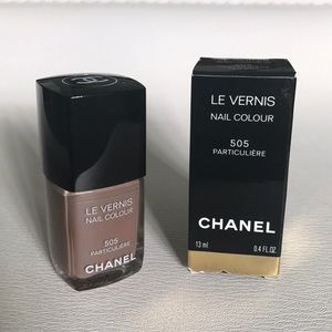 "CHANEL ""Particuliere"" nail polish"